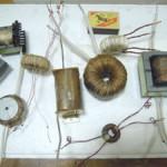 Импульсные трансформаторы и дроссели с разными типами каркасов